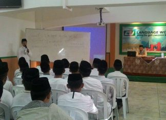 "Language Workshop ""How To Get Success By Language"" Bagi Santri Putra Darunnajah Jakarta"